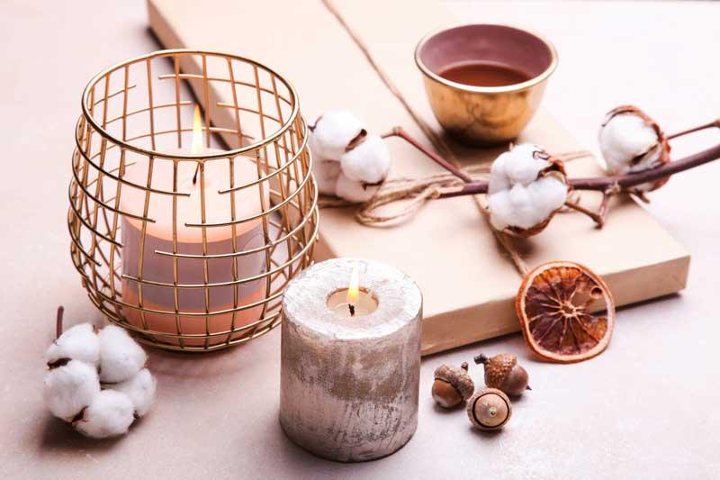decoración con velas en otoño